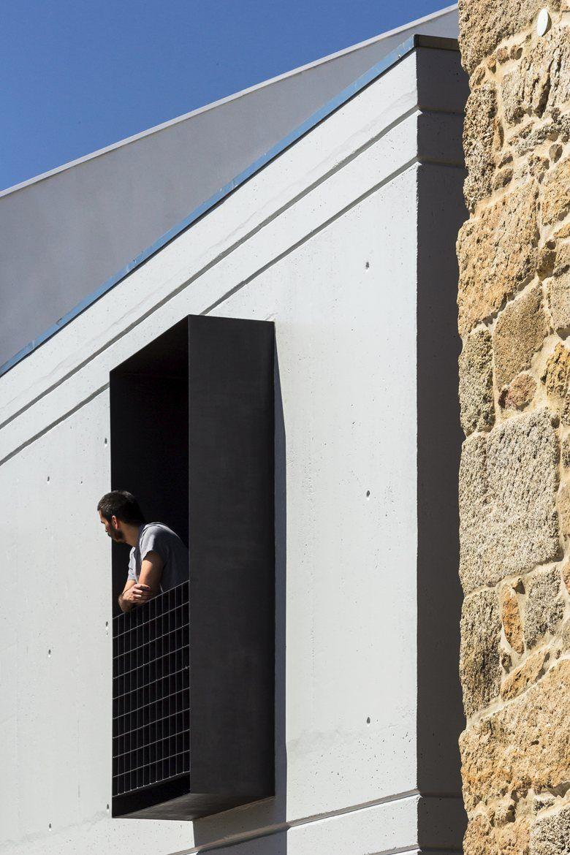 Ja House La Casa Portoghese Combina Vita Rurale E Vita Urbana Design Esterno Di Casa Vecchie Case In Pietra Dettagli Di Architettura
