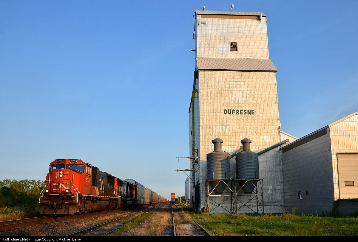 RailPictures.Net Photo: CN 5735 Canadian National Railway EMD SD75I at Dufresne, Manitoba, Canada by Michael Berry