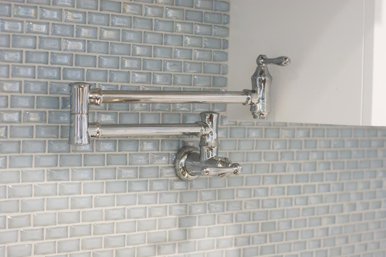 South Carolina Residence: Milk Glass Backsplash