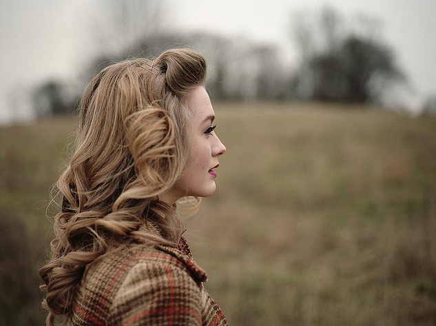 Sooooo pretty! I wish I was born in the forties! Pin up hair is so gorgeous!!