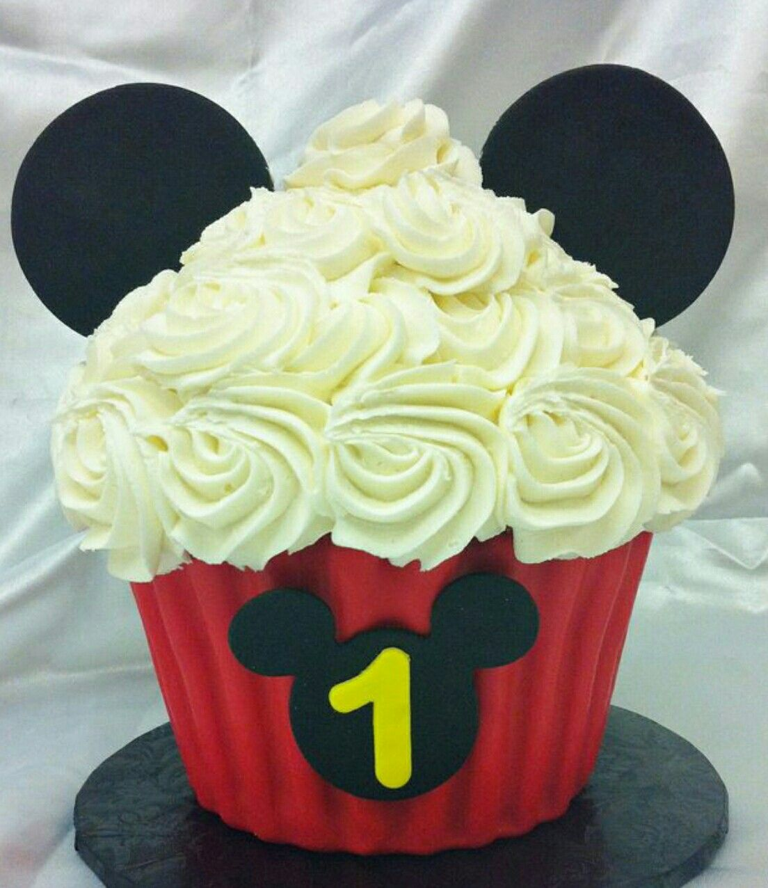 Mickey Mouse Giant Cupcake Cake