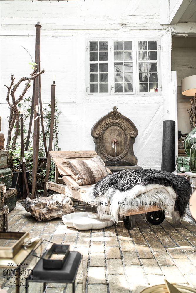 Långhåriga fårskinn på dagbädd Lammskinn utomhus Pinterest Utomhus, Inredning och Bra idéer