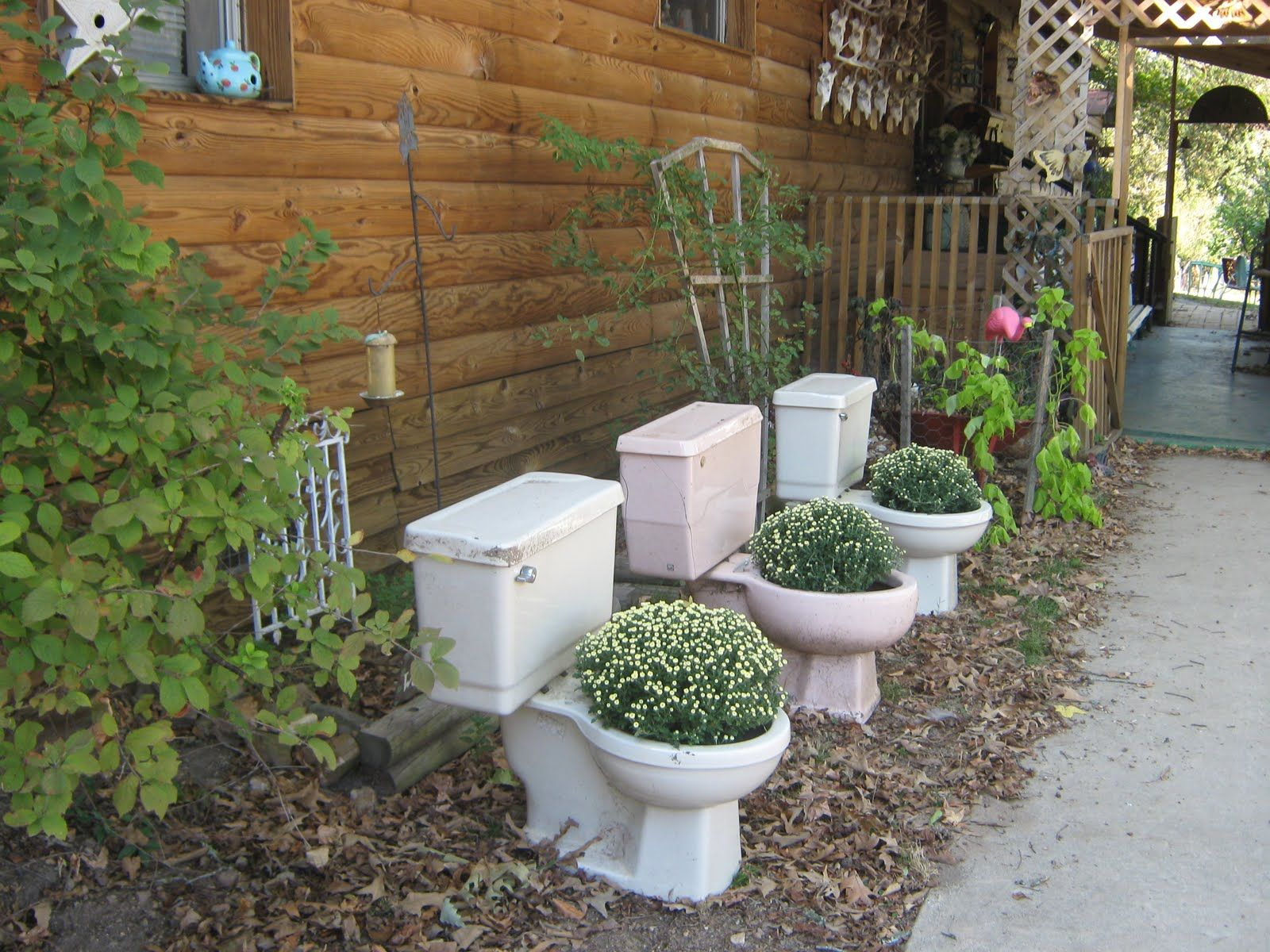 Yard ornament ideas - Redneck Lawn Ornaments I Love When I See Old Toilets Repurposed I Always Imagine