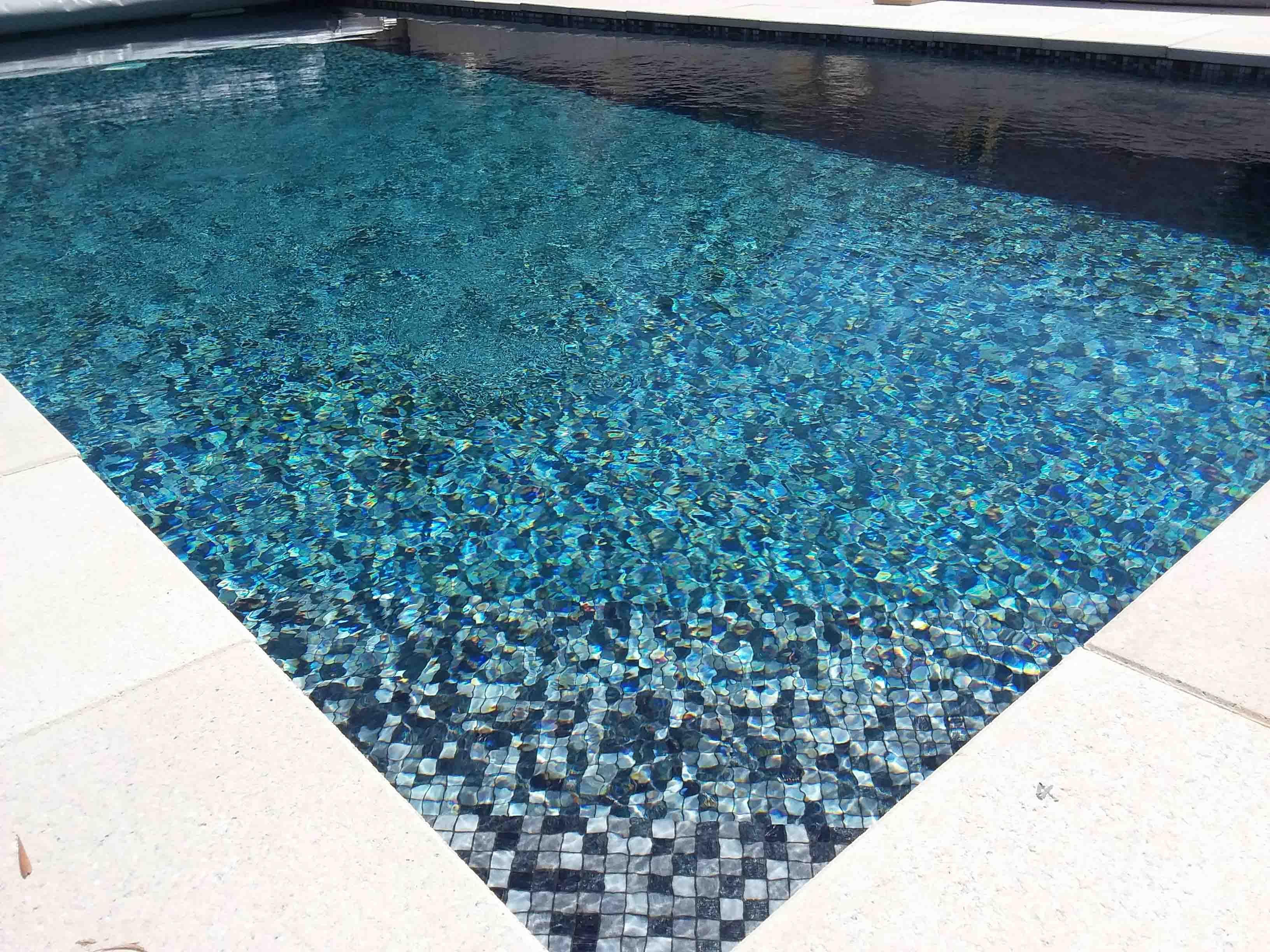 Mosaique En Pates De Verre Graphite Mosaique Piscine Carrelage Piscine Piscines Design