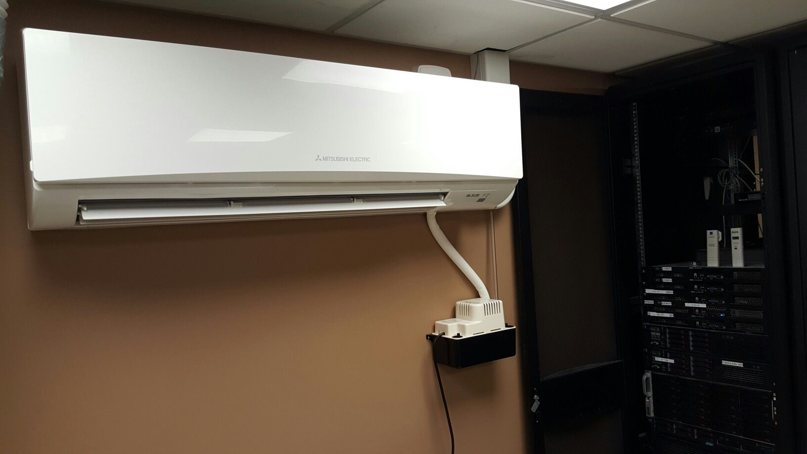 Mitsubishi Ductless Mini Split Specialists In East Dundee Il Server Room Heating And Air Conditioning Home Repair
