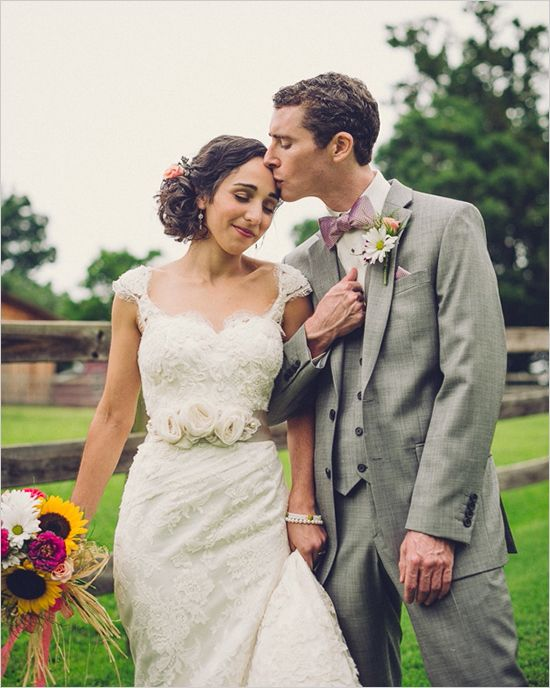 Quirky and cute southern wedding. Captured By: Fete Photography #weddingchicks http://www.weddingchicks.com/2014/09/02/quirky-cute-southern-wedding/