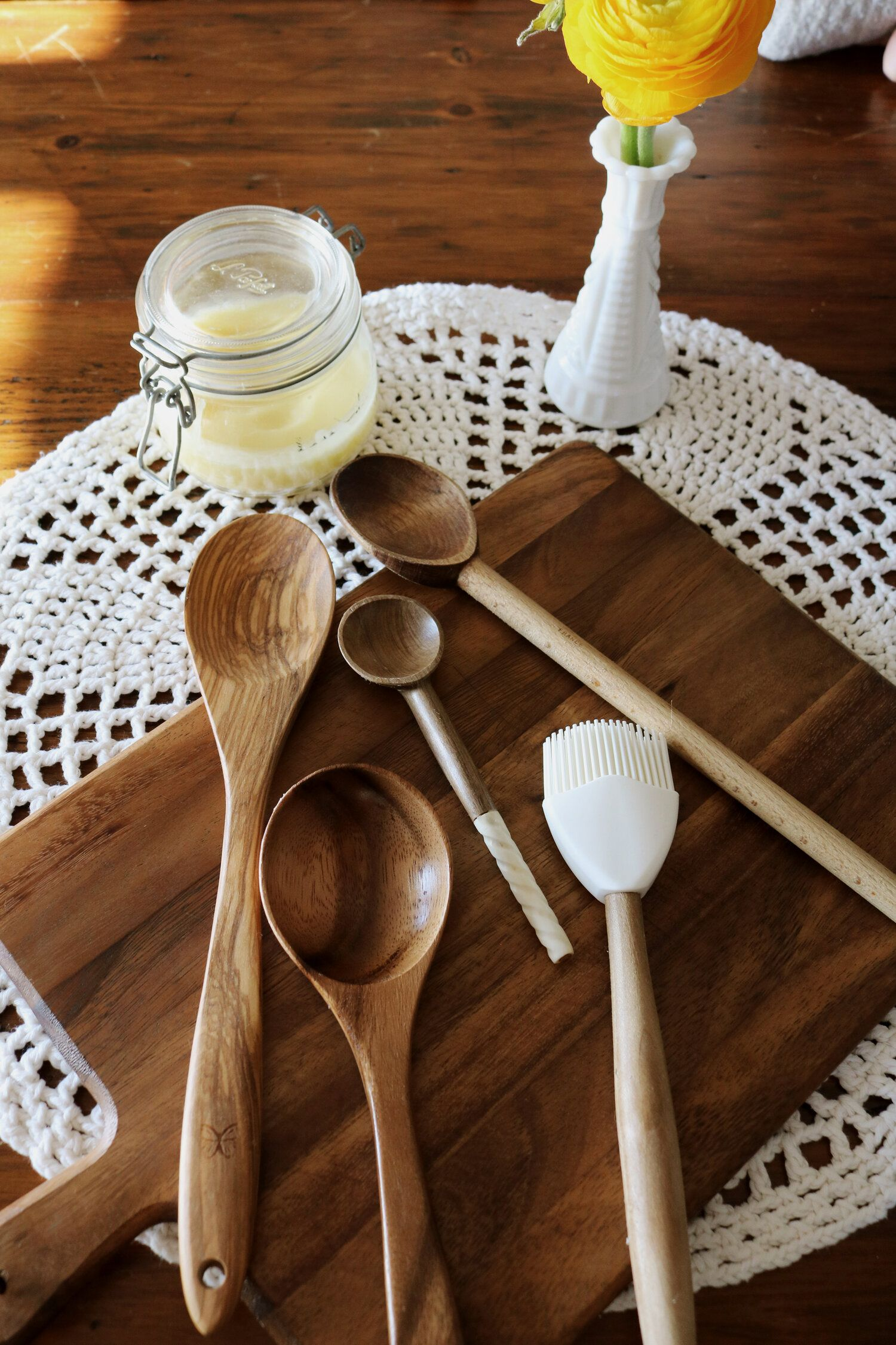 Homemade wood conditioner with lard natural cleaning