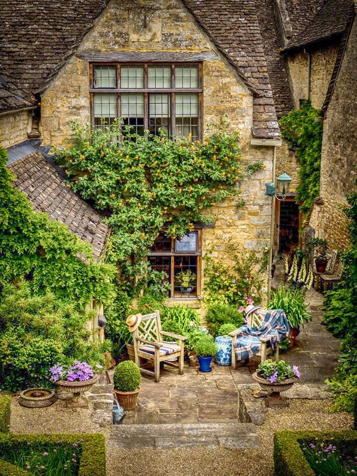 A Place To Sit And Read In The Cotswolds At Burford Oxfordshire Small Cottage Garden Ideas Cottage Garden Cottage Style