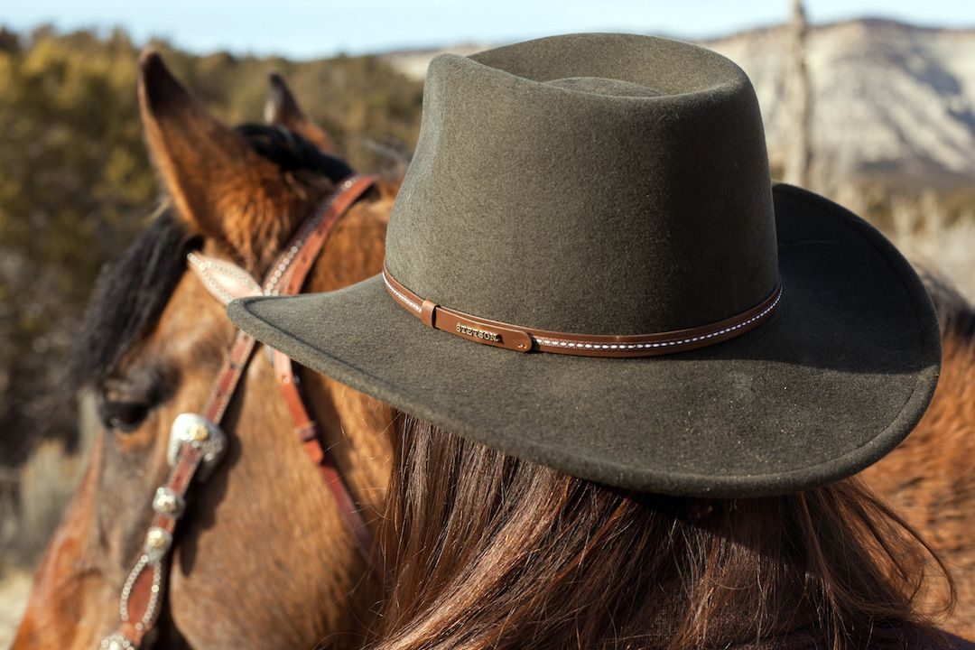 f21e9ce47d3 The Stetson Gallatin Outdoor Hat is constructed of crushable wool felt and  features a pinch front crease crown