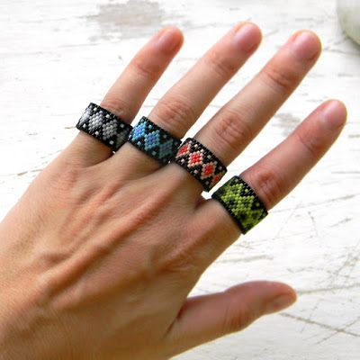 Яркие кольца из бисера - peyote rings