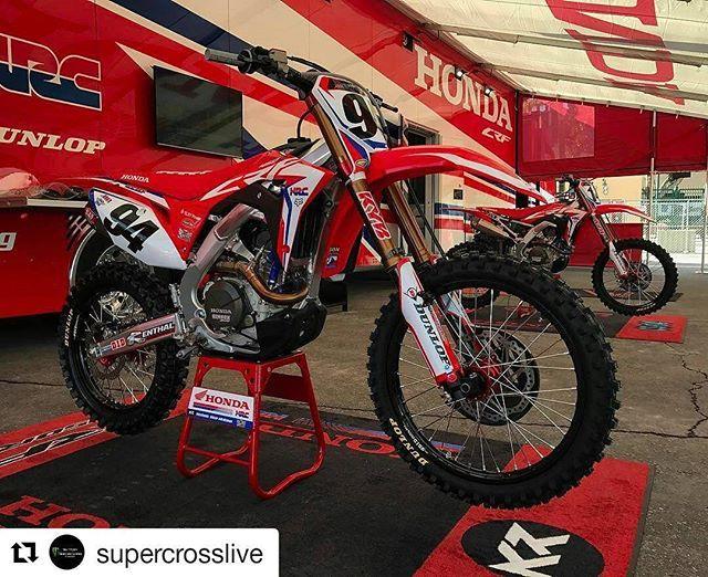 Treinos da 1° etapa do @supercrosslive  18h50 AO VIVO no www.crossone.com.br e saiba como acompanhar ao vivo a temporada 2017.  #dropthegate #supercross2017  #supercross  #crossone