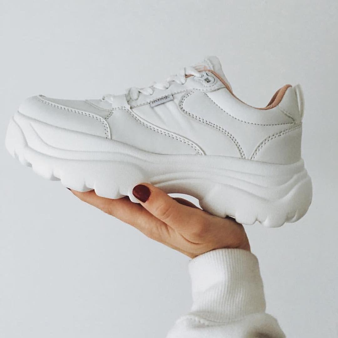 cb49c7674 Detalles de nuestras sneakers Rhino en blanco ✨ 🦏 Descubre una de nuestras  chunky sneakers