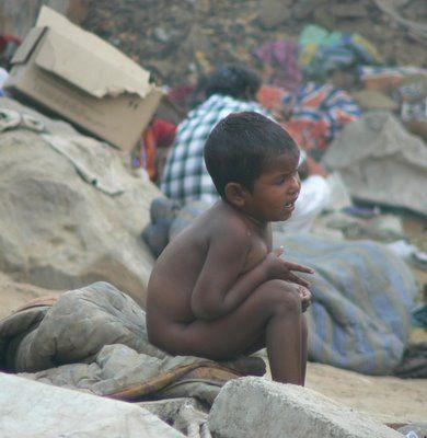 Google Afbeeldingen resultaat voor http://allisonkilkenny.files.wordpress.com/2008/12/india_slum_child_delhi.jpg