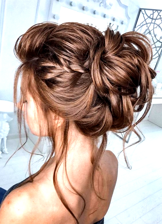 44 Romantic Messy Updo Hairstyles For Medium Length To Long Hair Messy Updo Hairstyle For Elegant Look Hairsty In 2020 Long Hair Styles Messy Hairstyles Hair Styles