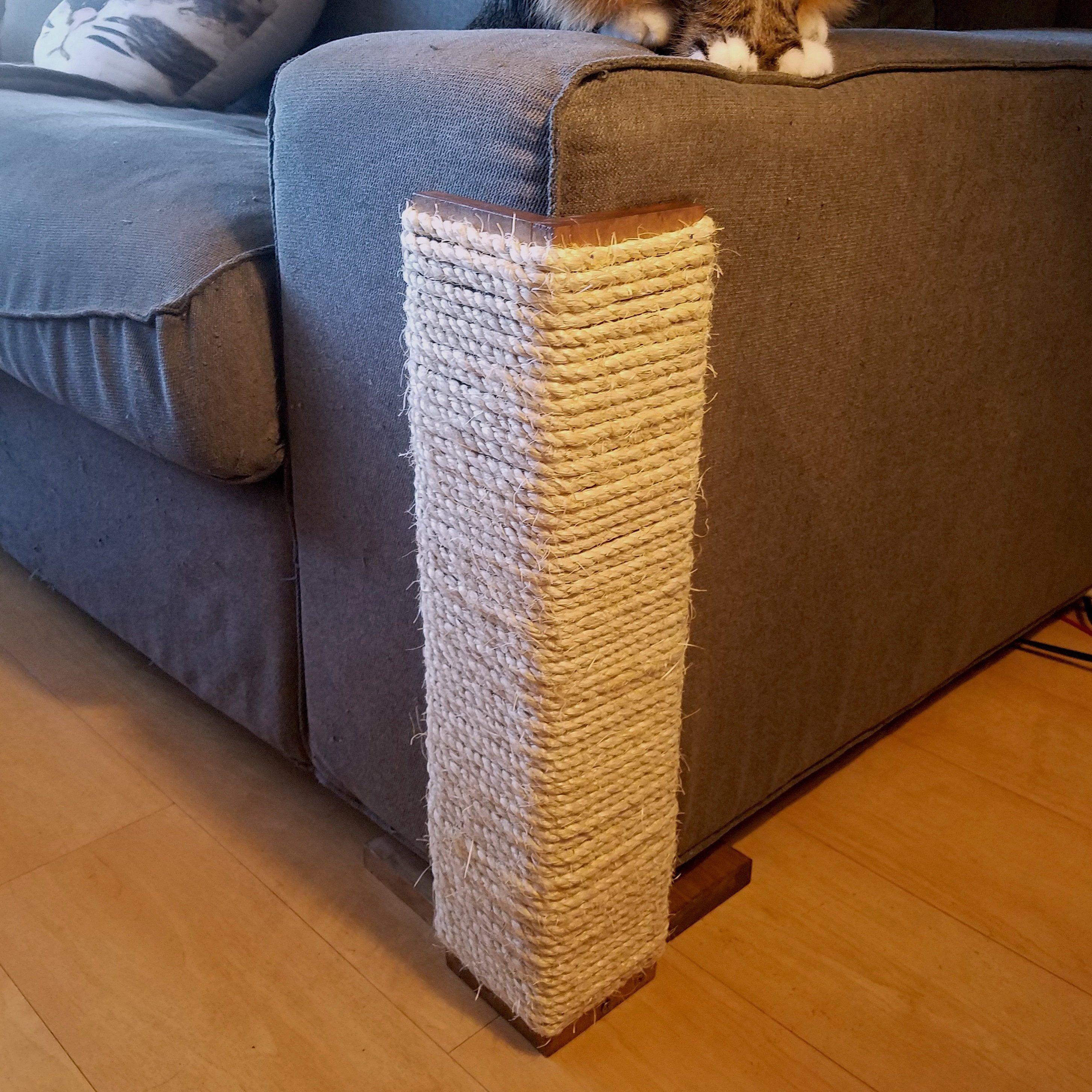 Canape Angle Chat Grattage Post 24 Pouces De Hauteur En Pin Etsy Cat Scratching Post Cat Scratching Furniture Scratching Post