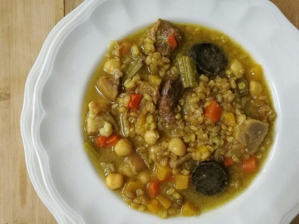 8,00€ Olleta de Blat Picat - Cocido de Trigo Fresco con legumbres, verduras y carnes - Wheat pot with legumes, vegetables and meat - Alergenos: gluten, lactosa.