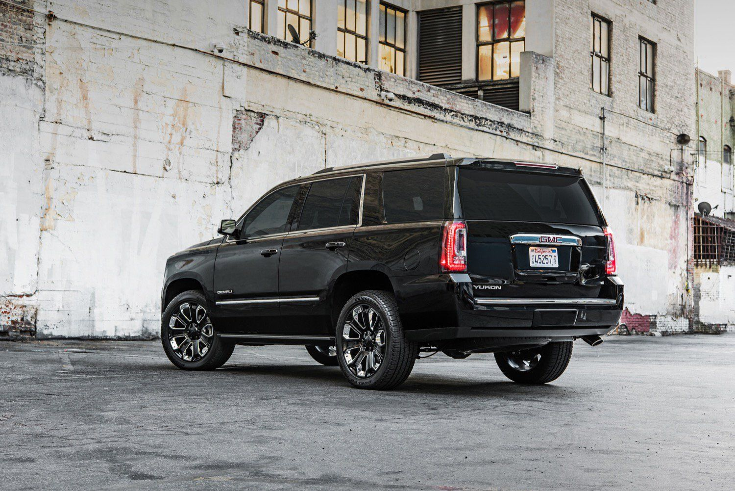 2018 Gmc Yukon Denali Ultimate Black Edition Continues The All Black Everything Trend Gmc Yukon Denali 2018 Gmc Yukon Gmc Trucks