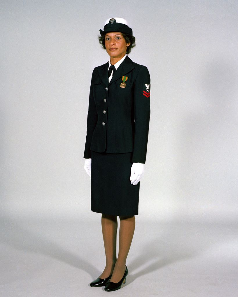 Navy Uniforms Women S Service Dress Blue E 1 Through E 6 1984 Uniform Regulations Page 8 11 Pi Navy Uniforms Female Navy Uniform Women S Military Uniform [ 1024 x 819 Pixel ]