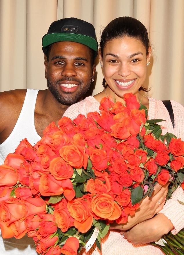 Jason Derulo (left) gifted Jordin Sparks with a few (hundred) dozen roses on Valentine's Day.