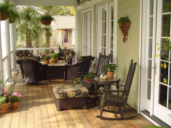 Small enclosed porch decorating ideas relaxing front for Small enclosed deck ideas