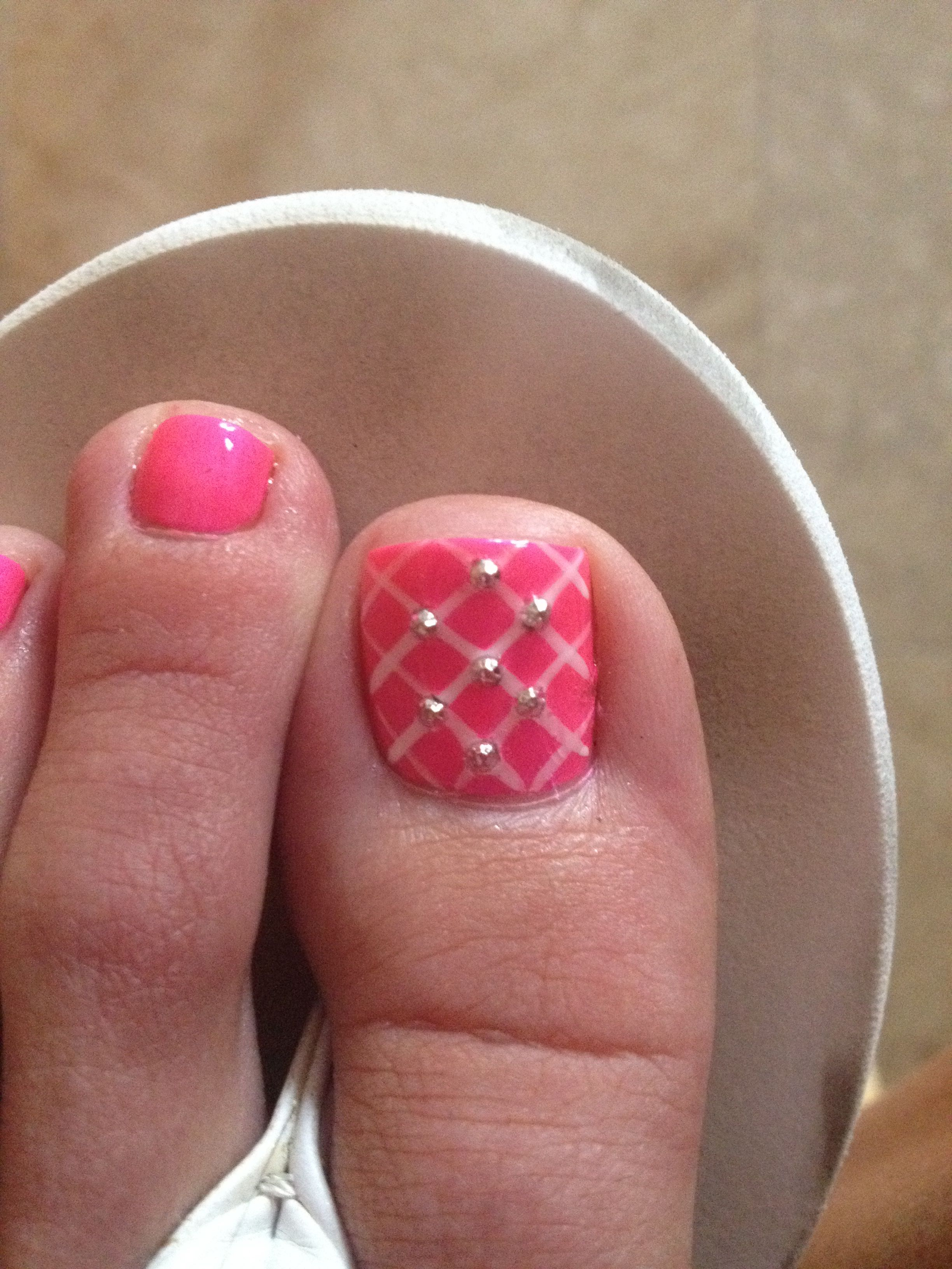 hot pink toes with rhinestone