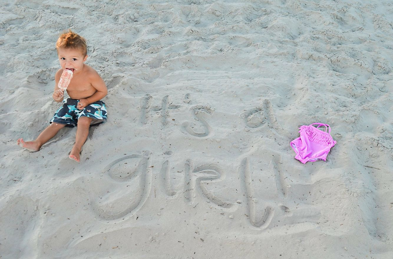 Gender announcement Baby girl announcement Beach gender reveal – Baby Girl Announcements Pinterest