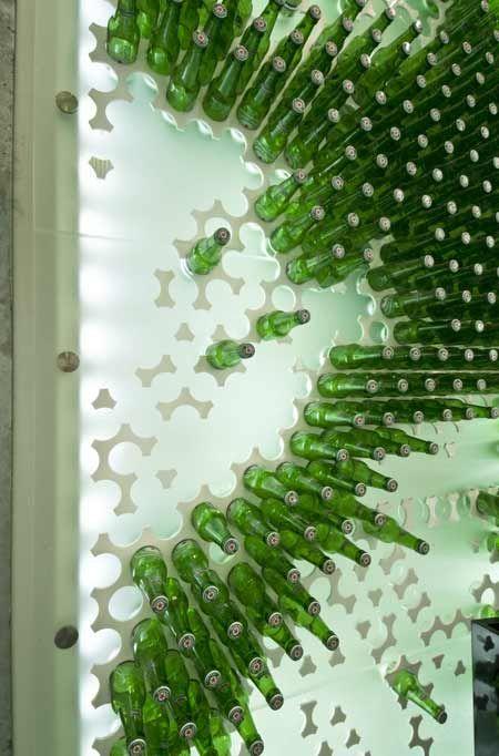 magasin design heineken mur bouteille arch e tek pinterest bouteille vitrine et cave vin. Black Bedroom Furniture Sets. Home Design Ideas
