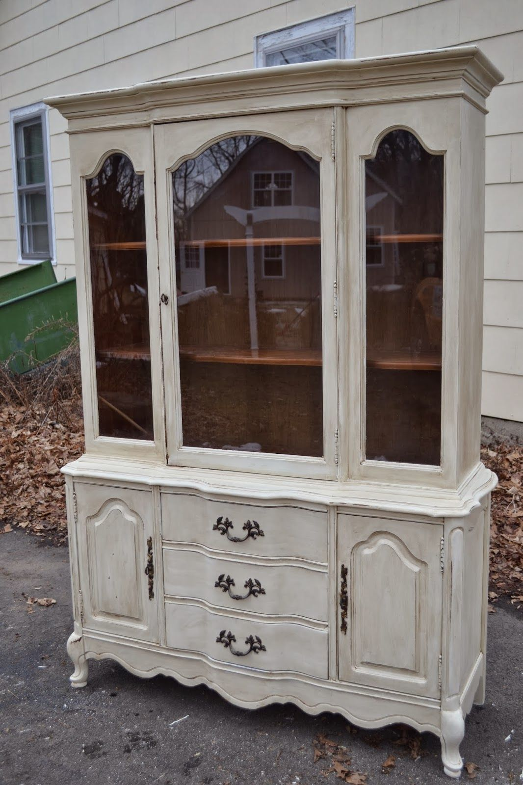 Heir And E A French Country China Hutch