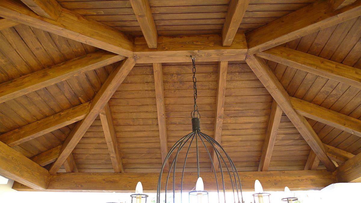 Coberti detalle interior de cenador de madera a cuatro aguas cenador madera 4aguas coberti - Vigas de madera malaga ...
