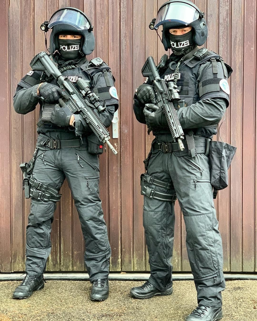 pin von pol auf a16  protection  swat teams  polizei