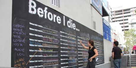 """""""Before I die"""" is an interactive urban art project that has popped up in Auckland Central in my backyard."""