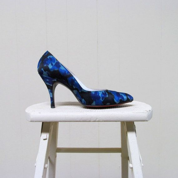 Vintage 1960s Shoes / 60s Blue Fabric Pumps ♡ by RanchQueenVintage
