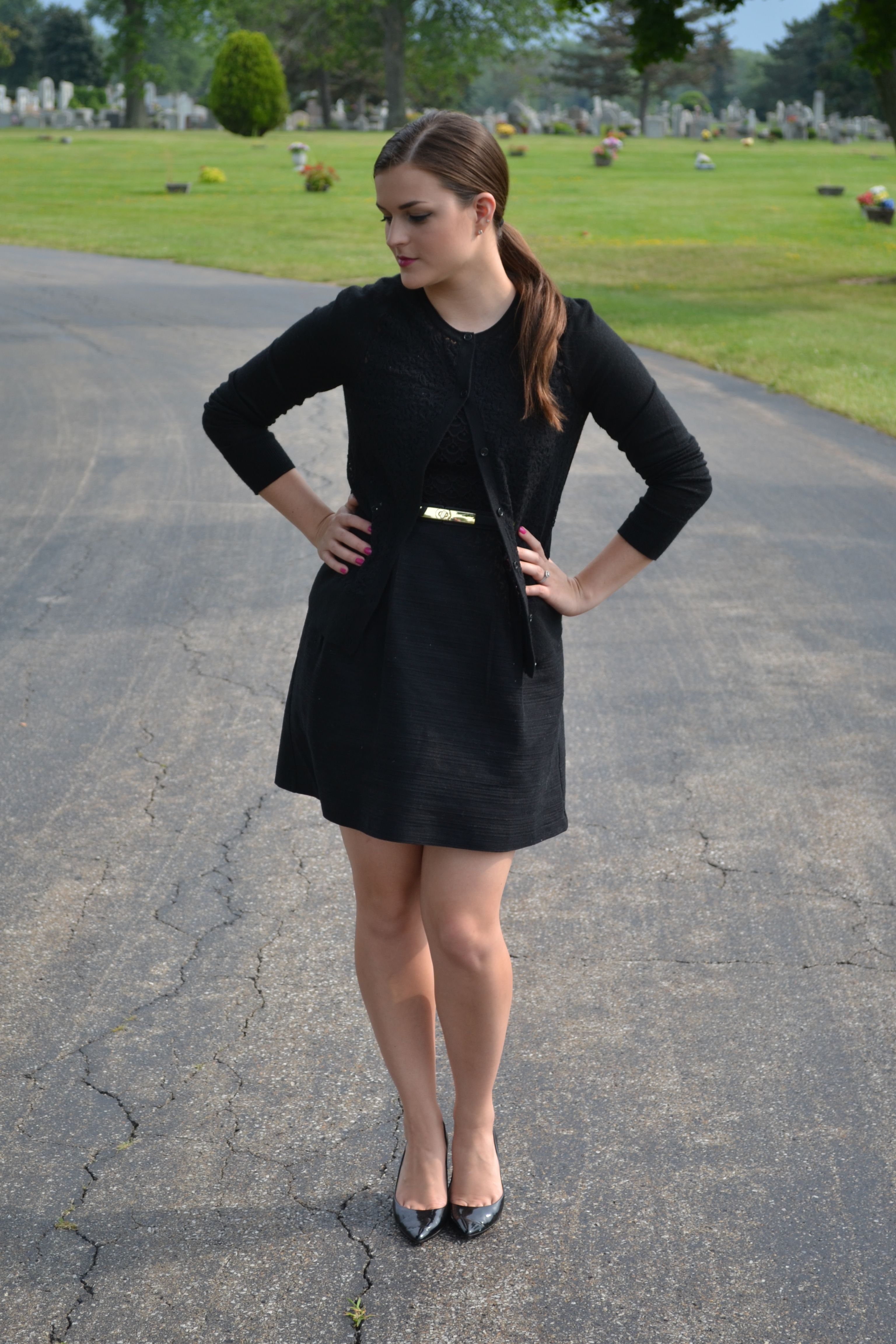 Bare Legs Cemetary And Funeral Bild Funeral Outfit Professional Outfits Women Funeral Attire [ 4608 x 3072 Pixel ]