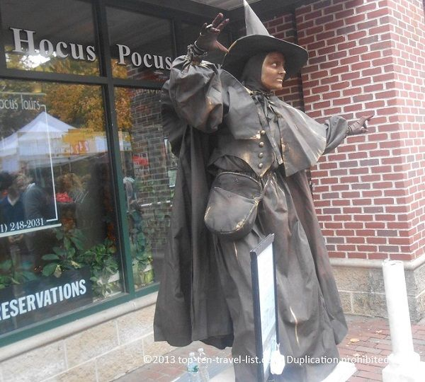 Taking a walk around downtown #Salem during #Halloween season is the perfect budget friendly activity!