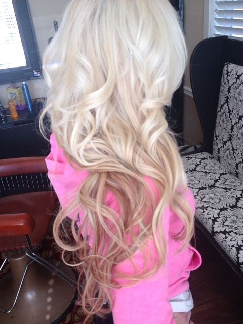 Love this blonde platinum. Hopefully, my hairstylist can ...