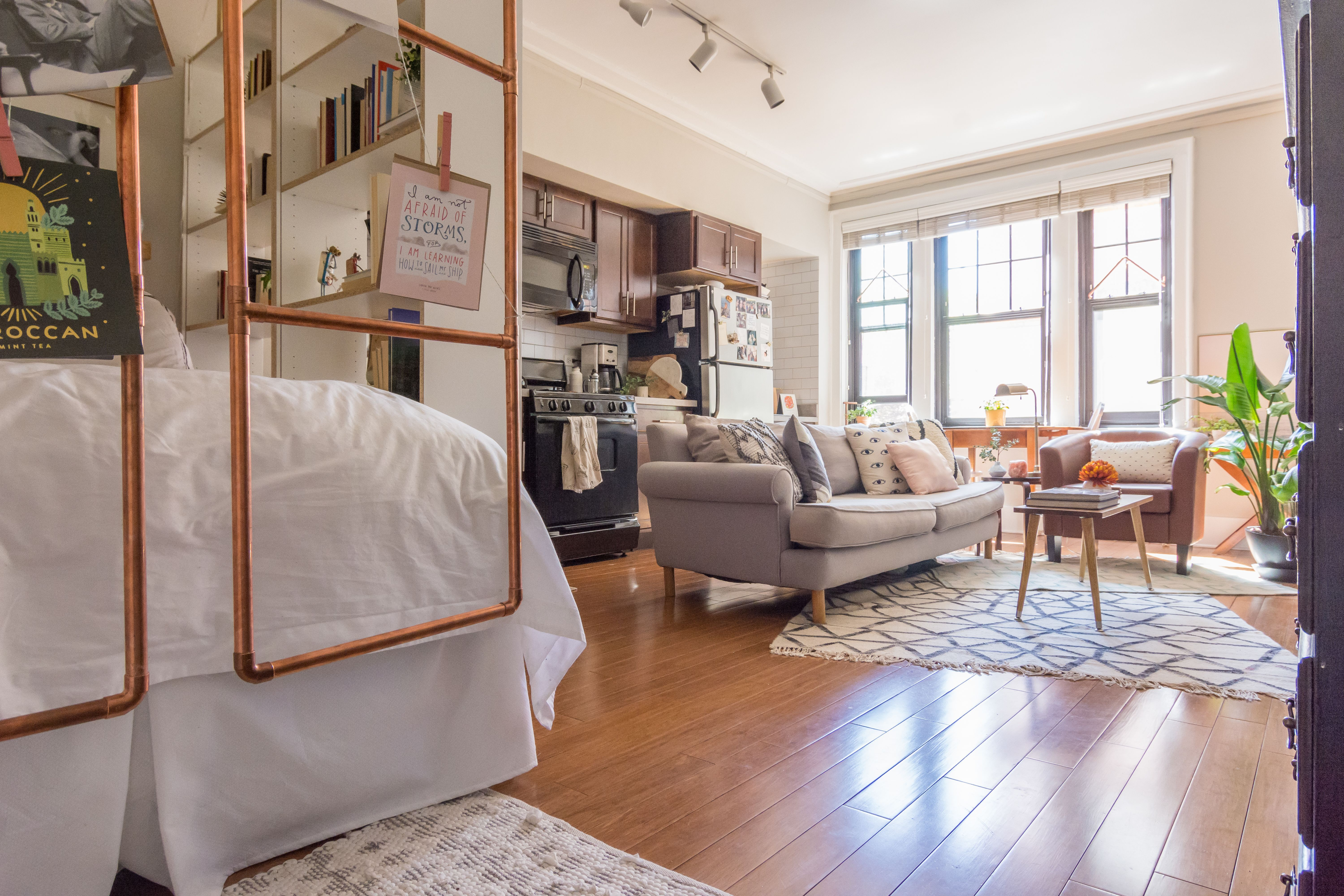 House Tour A Cute 400 Square Foot Chicago Studio Apartment Therapy Tiny