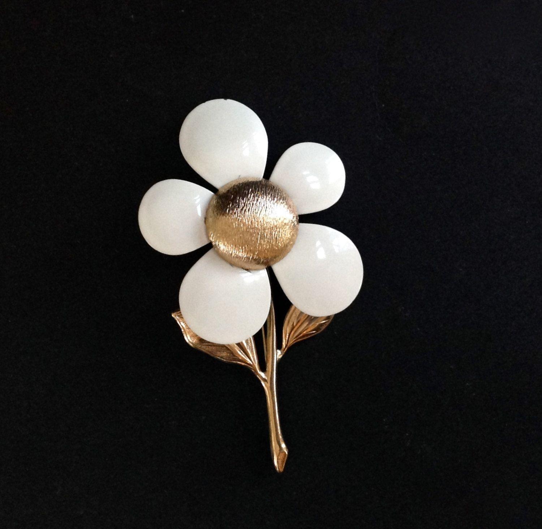 Vintage Sarah Coventry Flower Brooch Flower Power White Flower