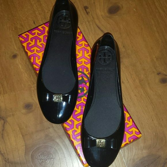 208920c3f Tory Burch Jelly Flats Jelly ballet flat with bow. Black with gold logo.  Comes with box. Small scuffs on side. Bought on Posh but a little too small  for me.
