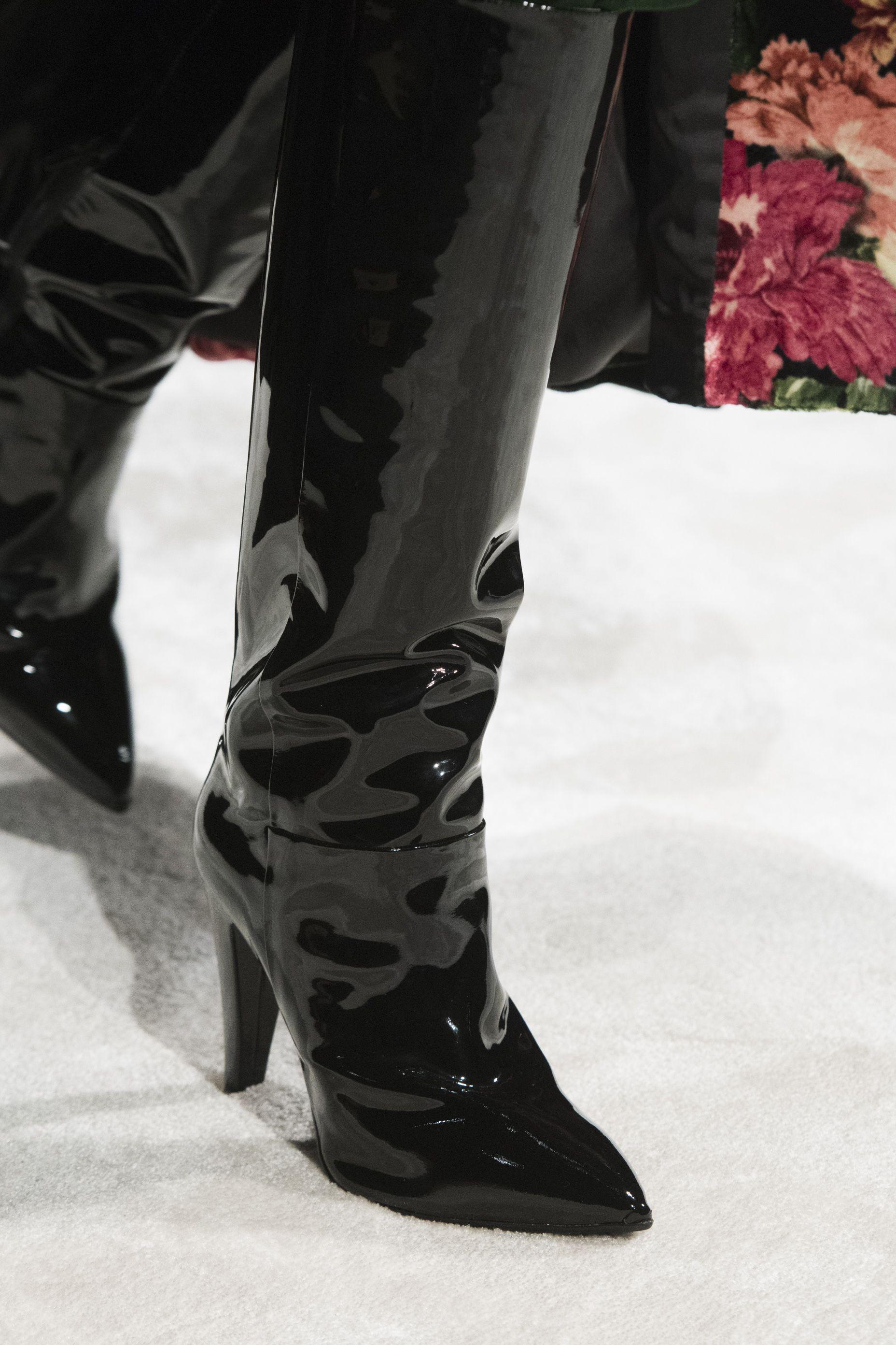 ca101391bd010 Le scarpe di moda per l Autunno Inverno 2018 2019 viste alle sfilate sono i