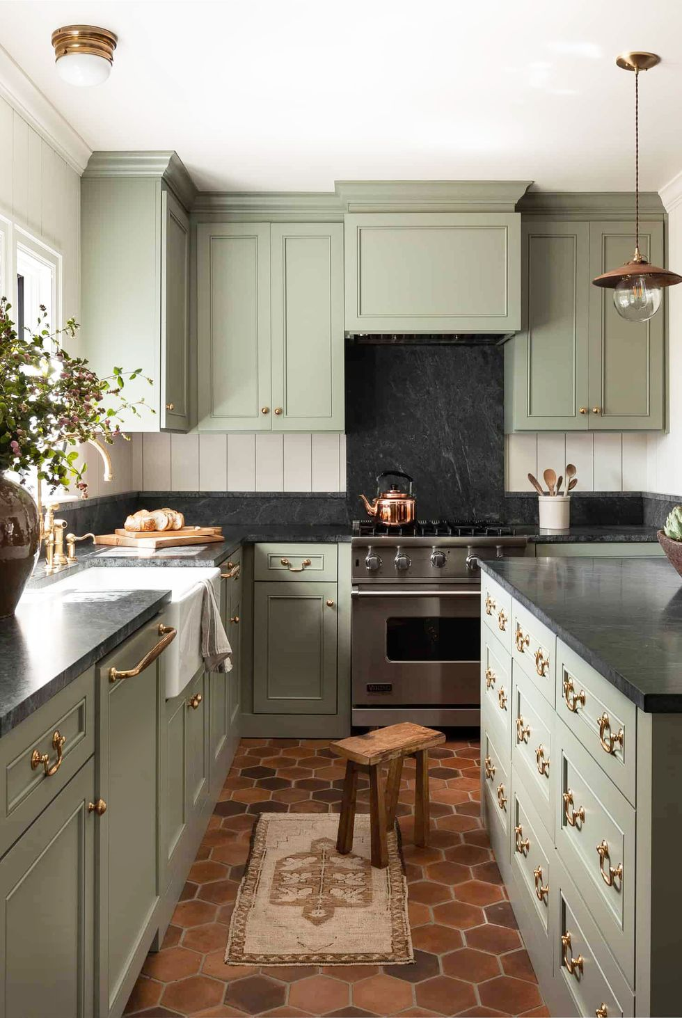 10 Different Kitchen Decoration Styles You Can Apply To Create A Cozy Atmosphere Talkdecor In 2020 Traditional Kitchen Island Kitchen Design Color Green Kitchen Cabinets
