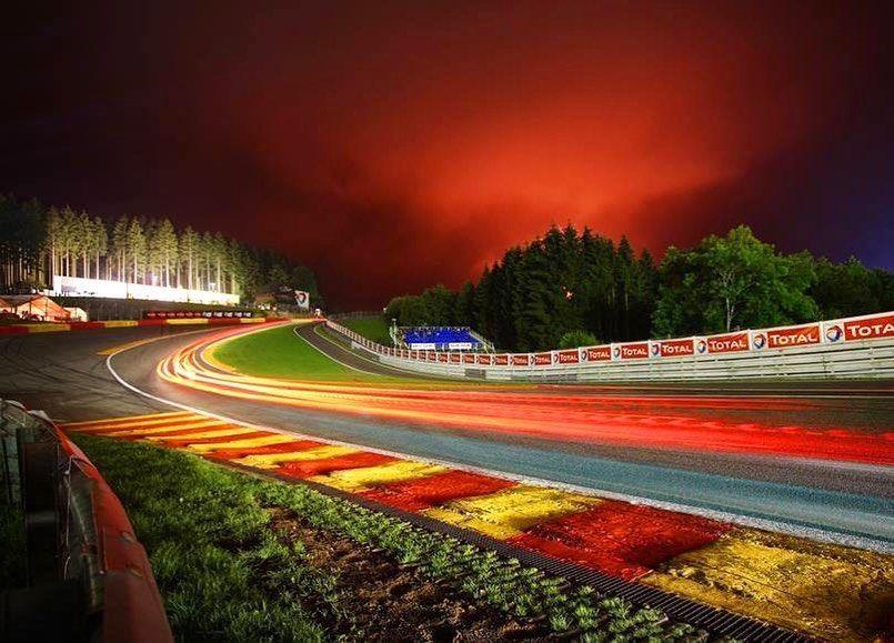 Eau Rouge Y Raidillon Son Dos Curvas De Alta Velocidad De Spa Francorchamps En Belgica Y Son Ampliamente Reconocidas Como Unas De Las Mej Race Track Racing Spa