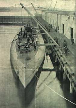 The Uboat Deutschland in the port of New London during the loading in Nov 1916.