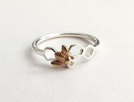 Photo of Biene-Waben-Ring, Hummel Silber Ring, zarte moderne Ring, Natur Tierwelt Ring, Sechseck geometrische Ring, Bienenstock Schmuck, Honigbiene