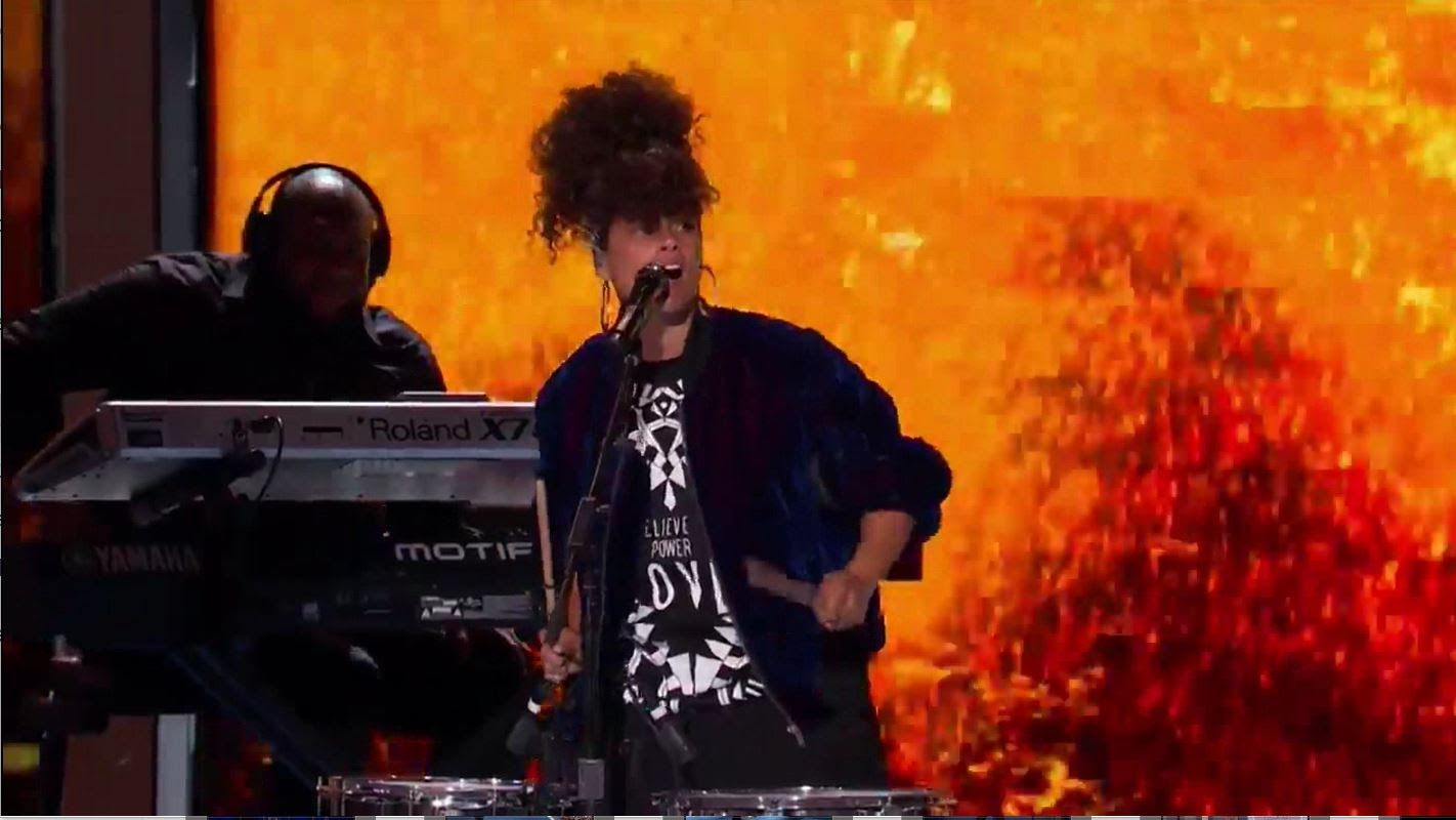 "Alicia Keys performs ""Girl on Fire"" at DNC"