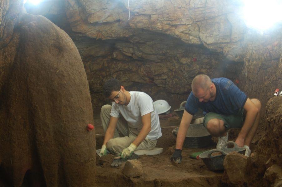 Cova del Randero. Excavació de la galeria de l'esquerra. DSC_0469.JPG (902×600)