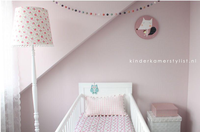 Babykamer Ideeen Behang : Kinderkamerstylist.nl warme oudroze tint van flexa pure subtle
