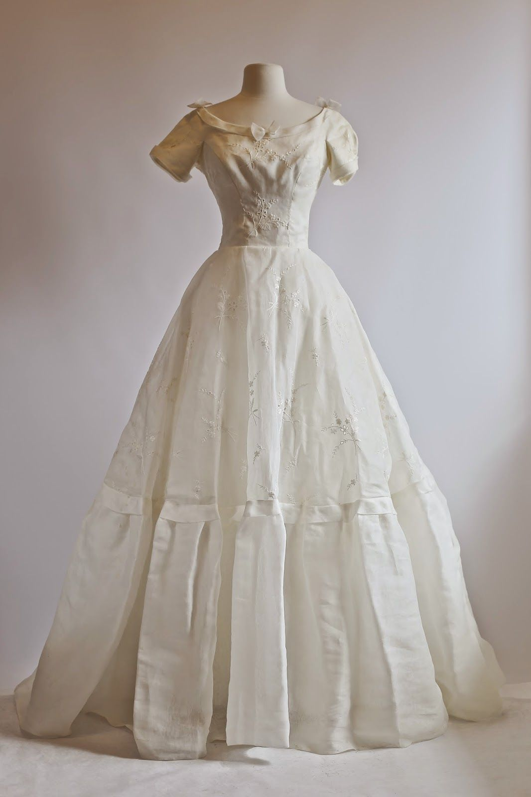 Some Seriously Pretty Dresses Eyelet Wedding Dress Wedding Gowns Vintage Wedding Dress Trends