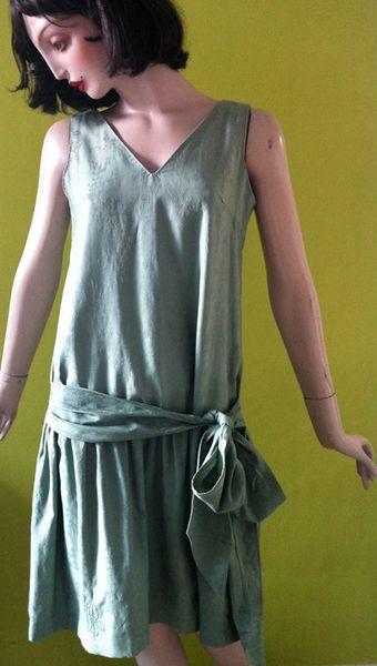 Teeparty Kleid Lindgrün von HeimatPunk auf DaWanda.com