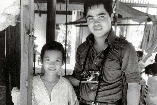 El fotógrafo Nick Ut visita a  Phan Thi Kim Phuc, 1973
