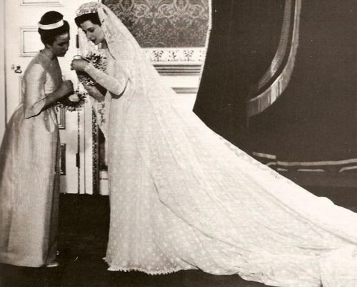 Princess Alexandra Of Kent In Her Wedding Gown And Veil With Bridesmaid The Anne Later Royal